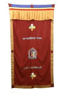 Tibetischer Türbehang, verschiedene Symbole, rot