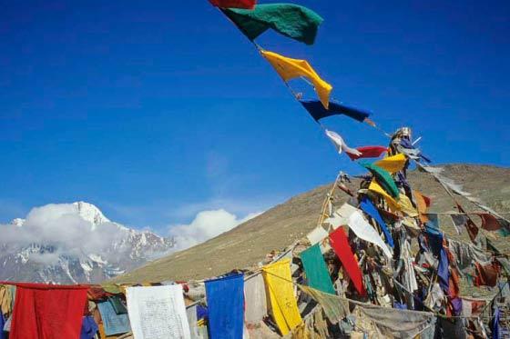 Gebetsfahnen auf dem Kunzum La, Tal von Spiti, Indien