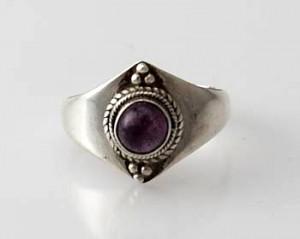 Ring Sterlingsilber (925) mit Amethyst aus Nepal, Innendurchmesser 18 mm.