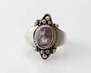 Ring Sterlingsilber (925) mit Amethyst aus Nepal, Innendurchmesser 16,5 mm.