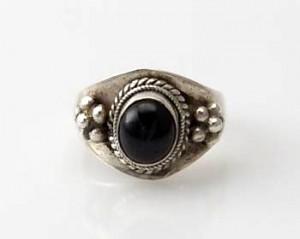 Ring Sterlingsilber (925) mit Granat aus Nepal, Innendurchmesser 18,5 mm.