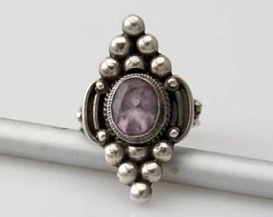 Ring Sterlingsilber (925) mit Ametyst aus Nepal, Innendurchmesser 18 mm.