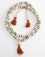 Gebetskette aus Steinchen