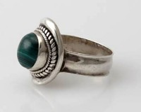Ring Sterlingsilber (925) mit Malachit aus Nepal, Innendurchmesser 19 mm.